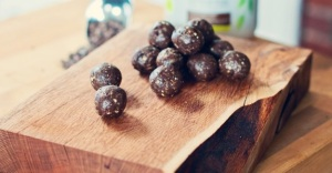 Chocolate-Chia-Protein-Balls-1-2