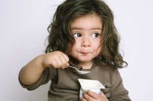 childeatyogurt2